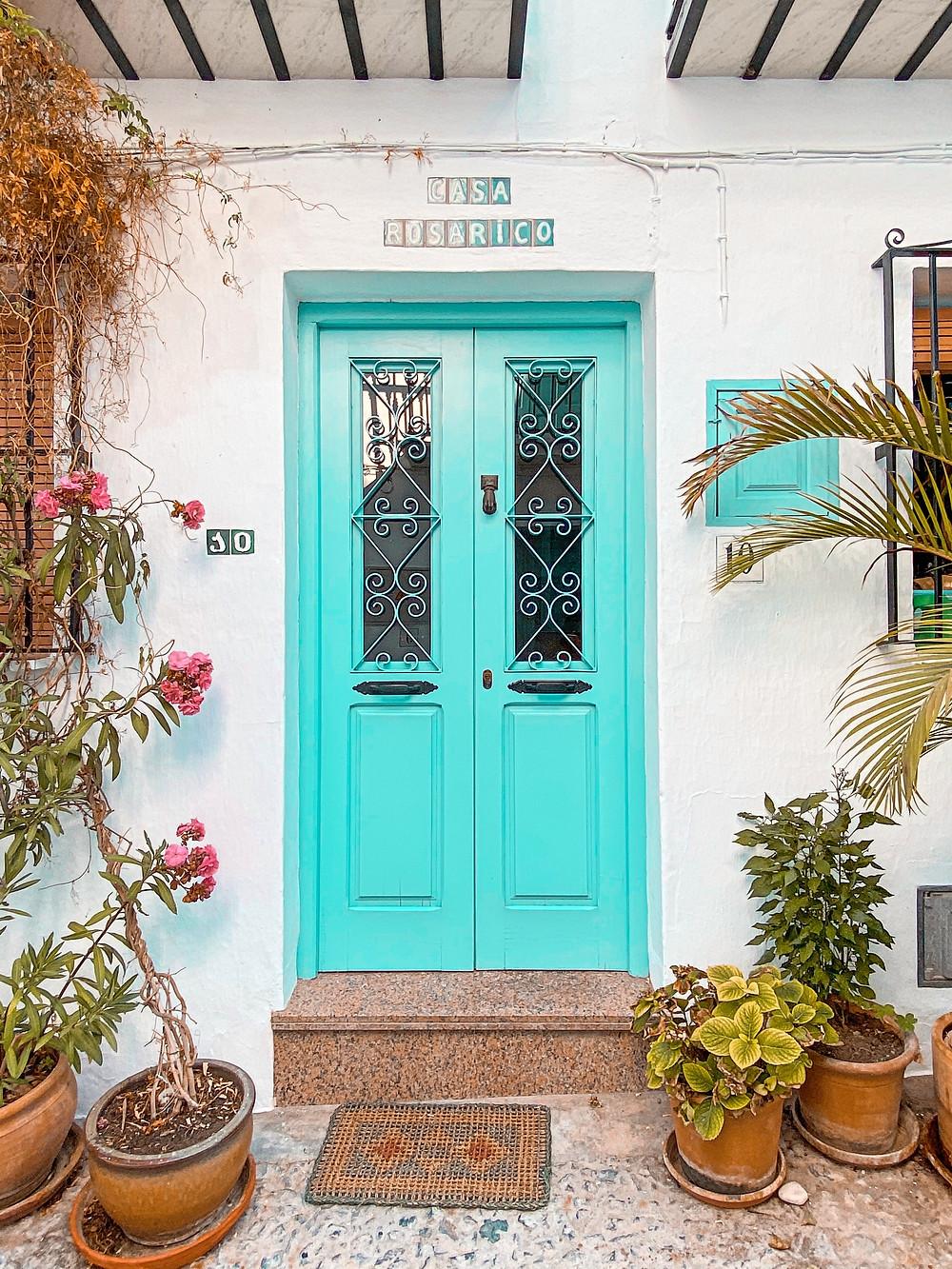Frigiliana, flores, puerta, pueblo blanco, Andalucía