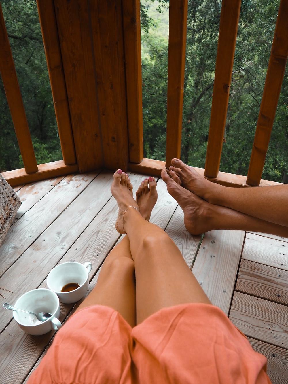 relax, café, pareja, love, cabaña, porche, terraza