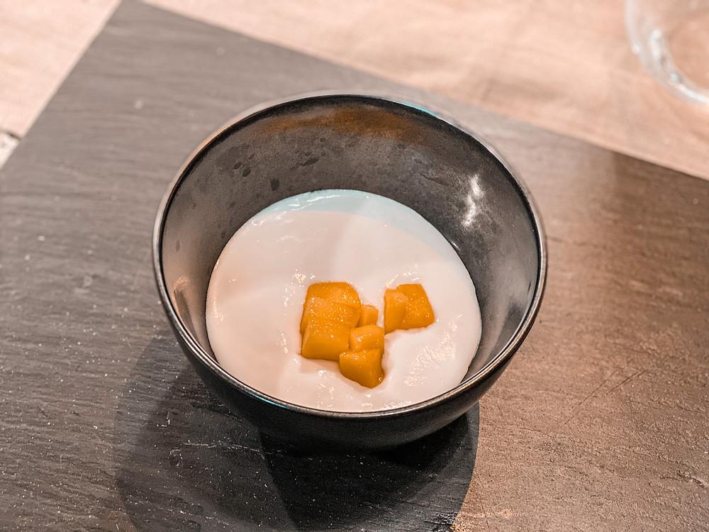 crema de mango y coco, comida asiática, postre, gastrocuento, cocina creativa