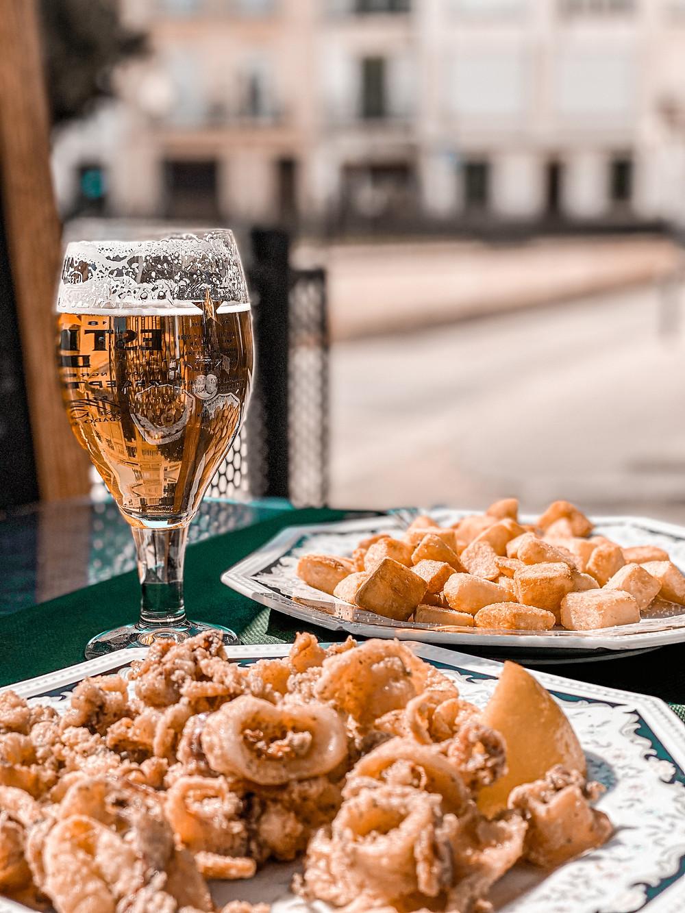vermut, aperitivo, bravas, calamares, cerveza, Sitges, terraza