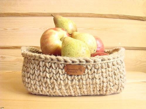 Kwadratowy koszyk ze sznurka jutowego