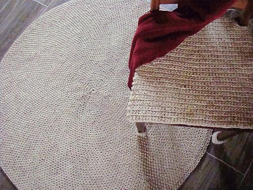 Okrągły dywan ze sznurka jutowego
