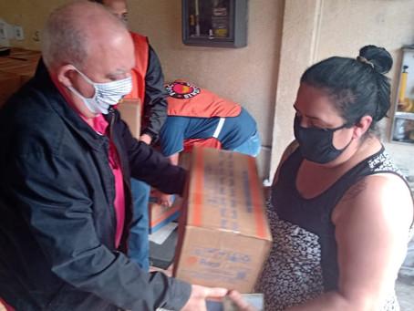 Metalúrgicos doam mais de 1.200 cestas básicas e agasalhos para comunidades carentes