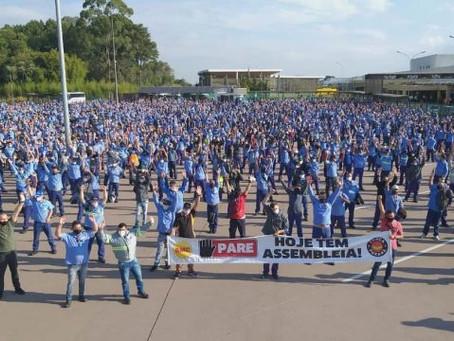Metalúrgicos da Renault iniciam greve contra mais de 700 demissões