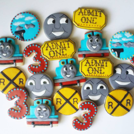 thomas the train theme cookies