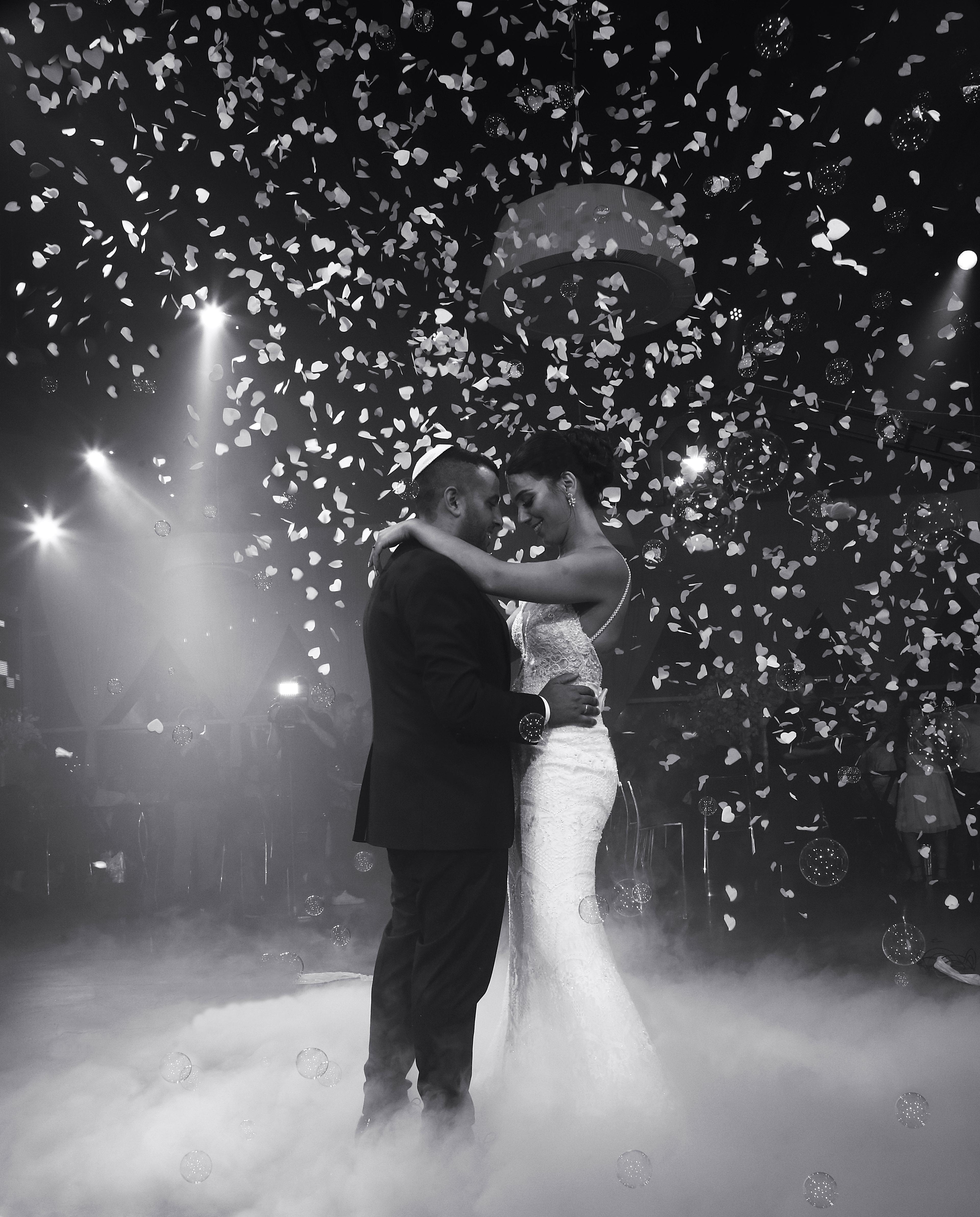 נועם זלאיט-די ג'יי לחתונה-תקליטן לחתונה-עשן כבד-קונפטי