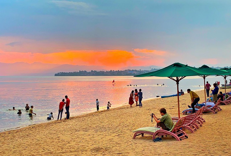 On The Map Of Rwanda Lays An Amazing Beach - (The City Of A Thousand Hills)