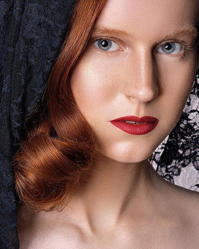 Back to red ! _#makeupartist _erikskins