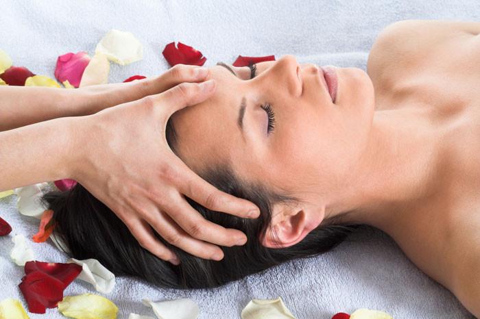 A Facial Massage , New Beautiful Way in Dubai
