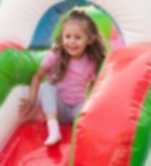 Kind auf einer Hüpfburg von Hüpfburgverl