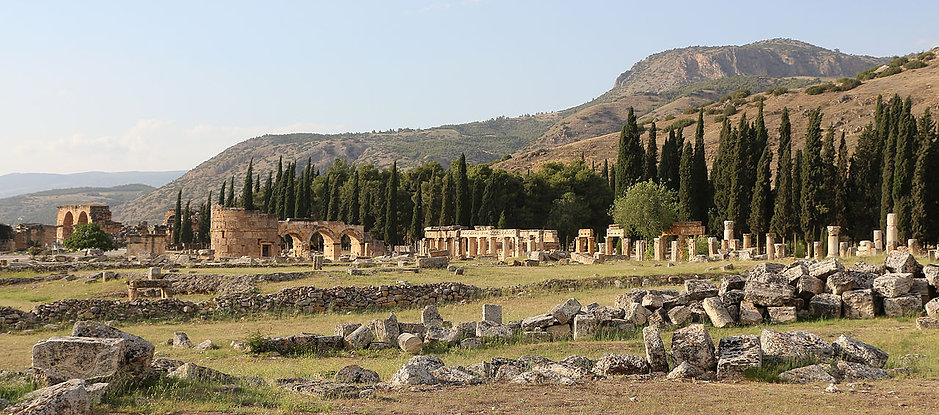1280px-Hierapolis_01.jpg