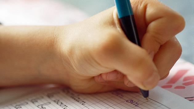 Linkshänder mit verkrampfter Stifthaltung