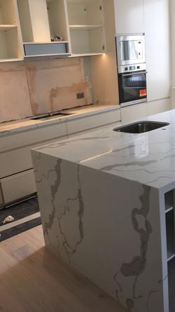 Calacatta Quartz kitchen top  (2)