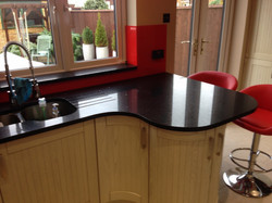 Black Graite woktop and red glass splashback in London (1)