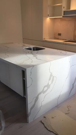 Calacatta Quartz kitchen top  (6)