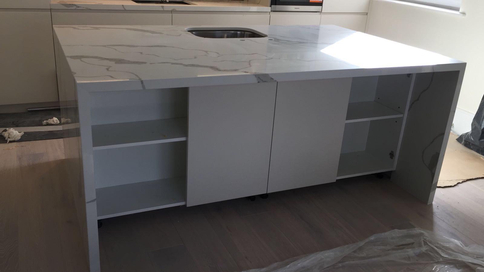 Calacatta Quartz kitchen top  (3)