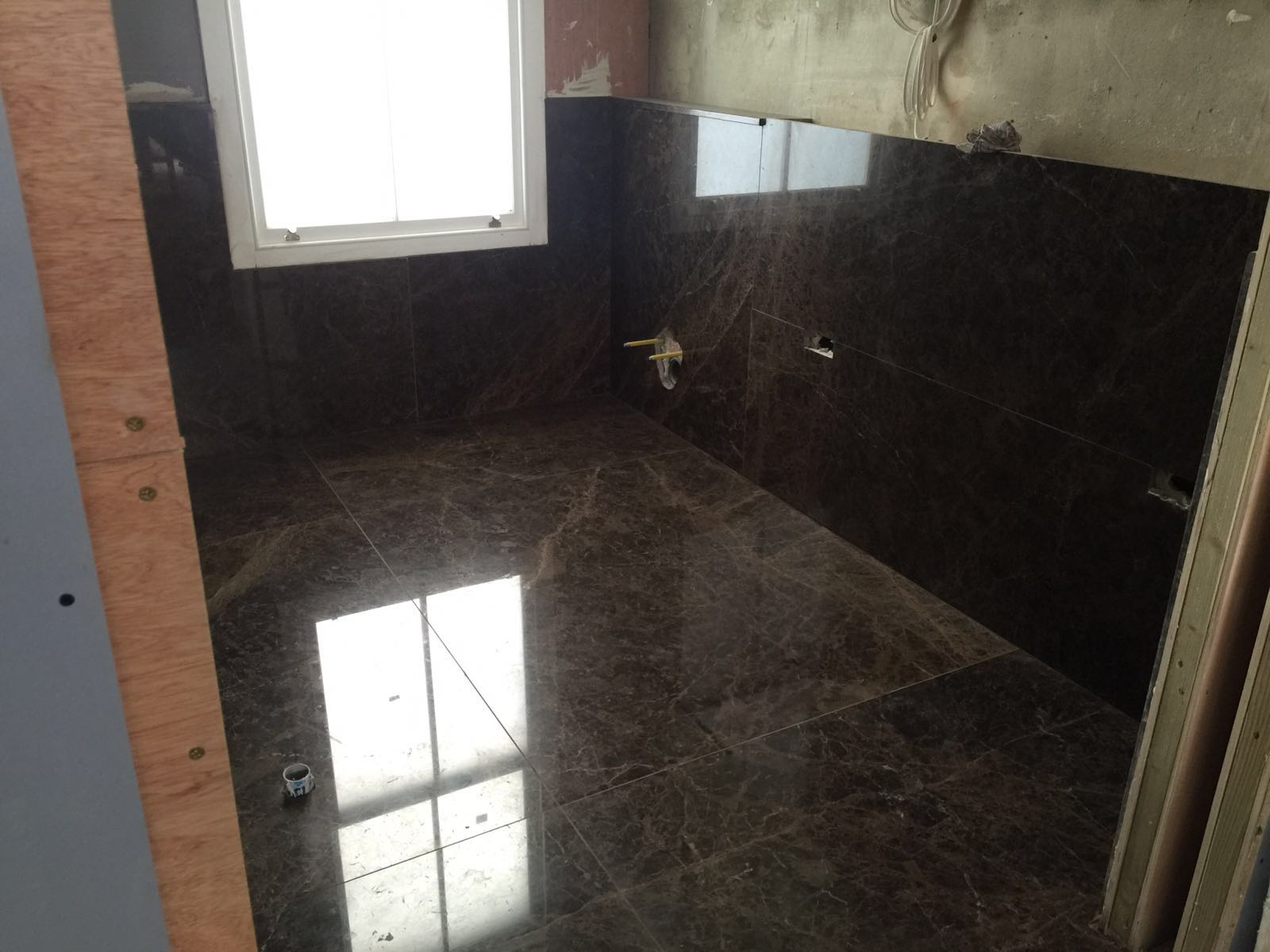 Emperador Dark bathroom cladding  (1)