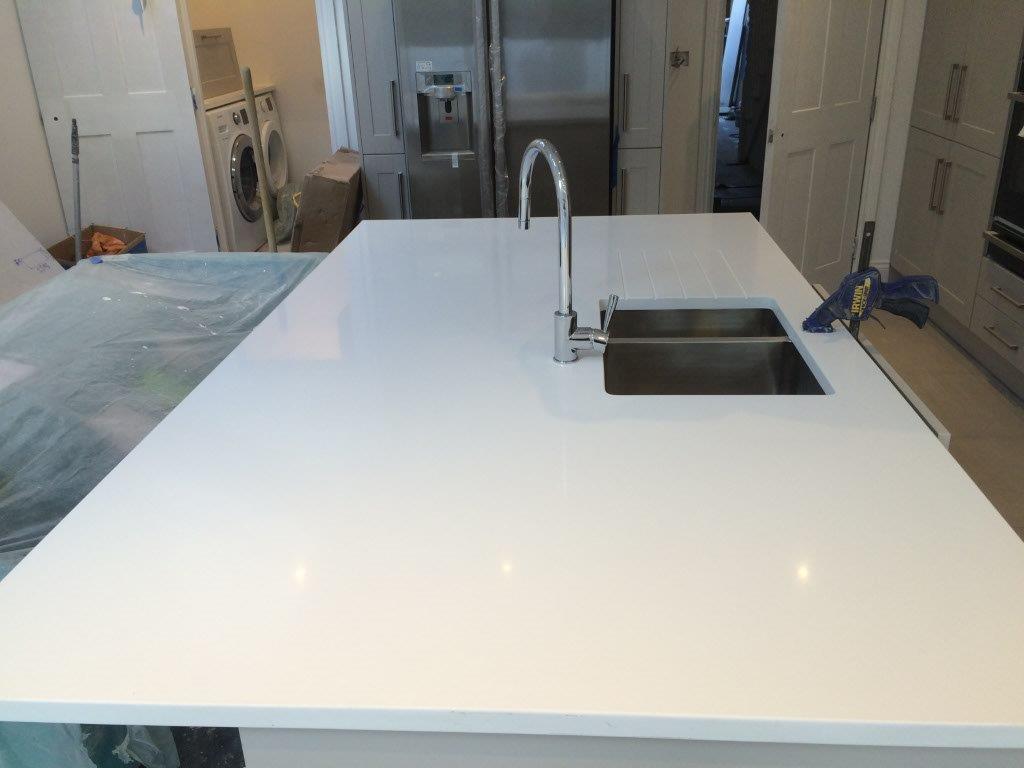 White quartz kitchen worktop in Putney (2)