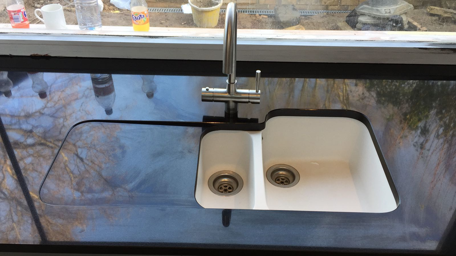 kitchen surfaces combined - Black granite plus Staturio island (4)