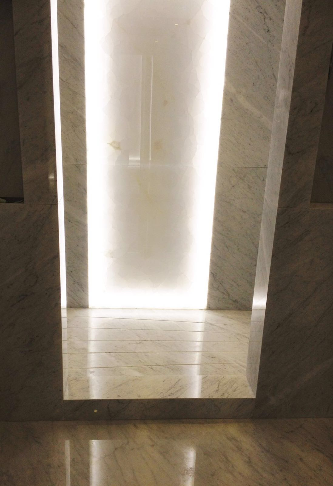 Carrara and silver traventive  (3)