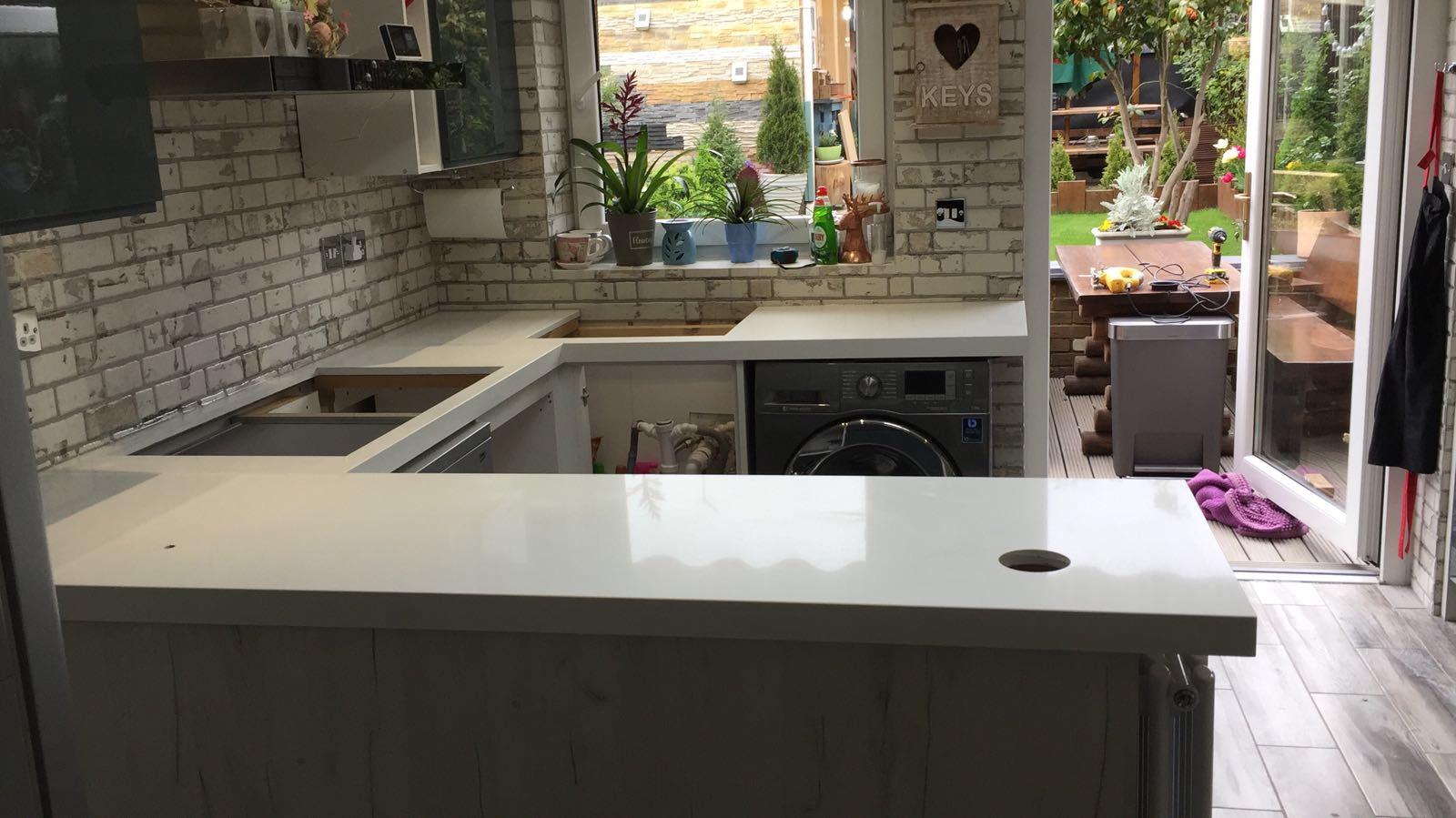 Quartz miterd edge kitchen top (3)