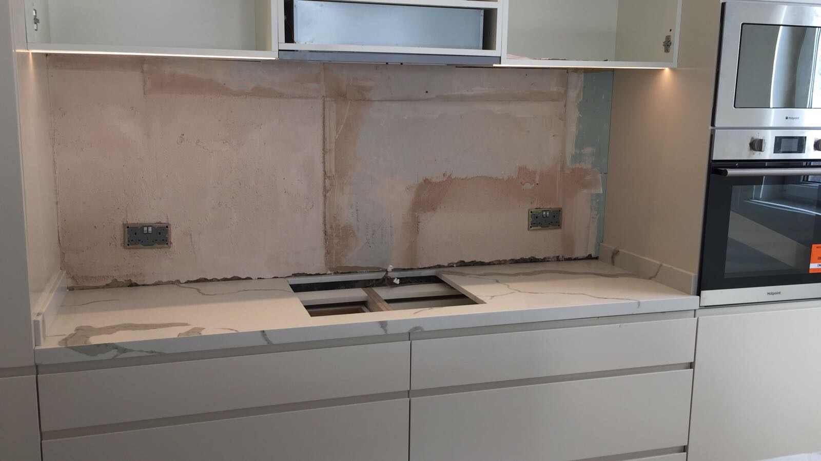 Calacatta Quartz kitchen top  (4)