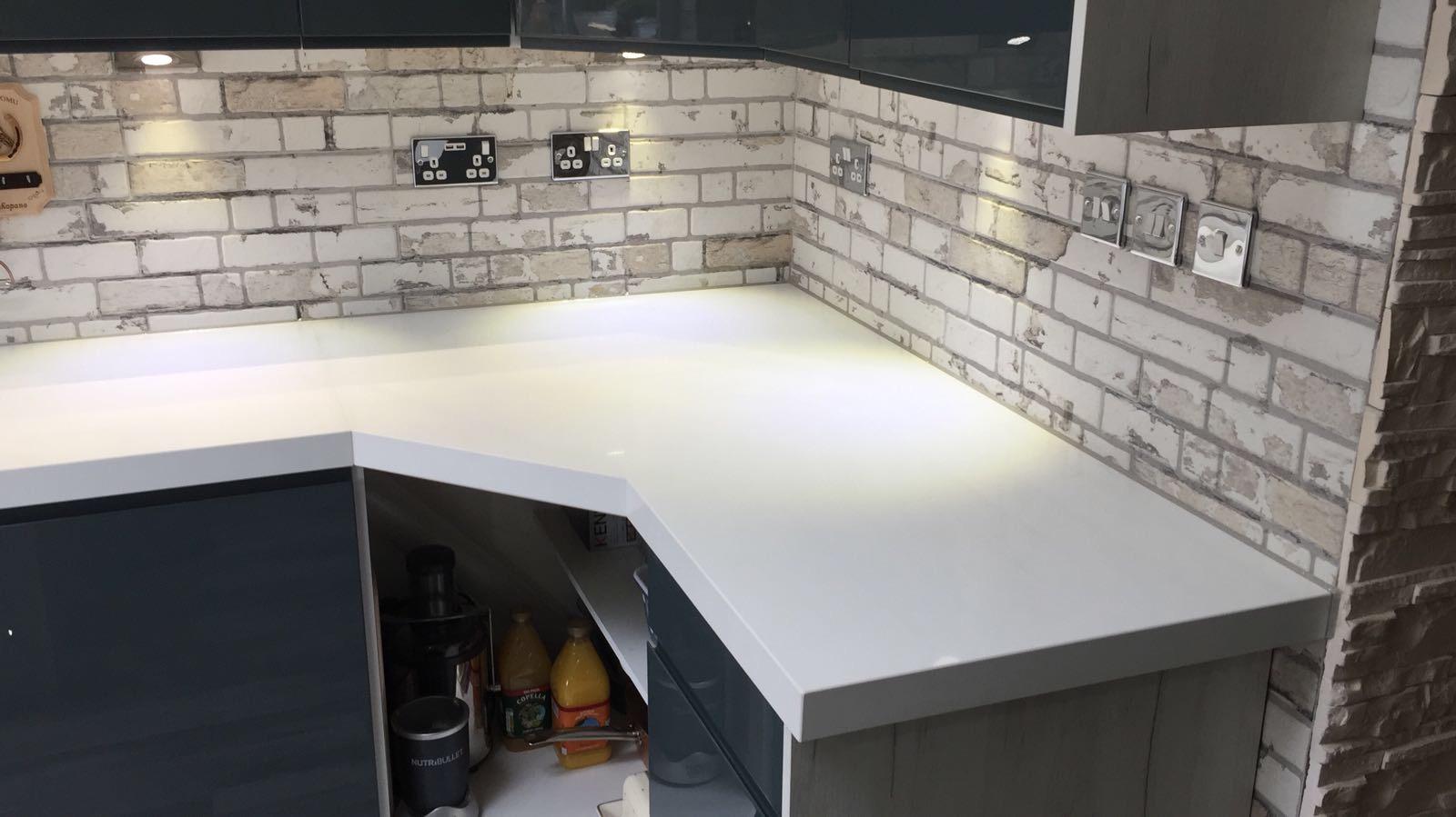 Quartz miterd edge kitchen top (1)