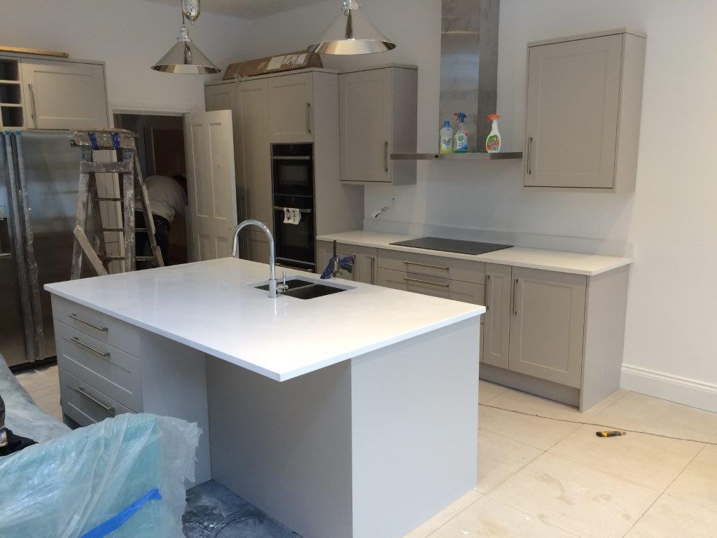 White quartz kitchen worktop in Putney (3)