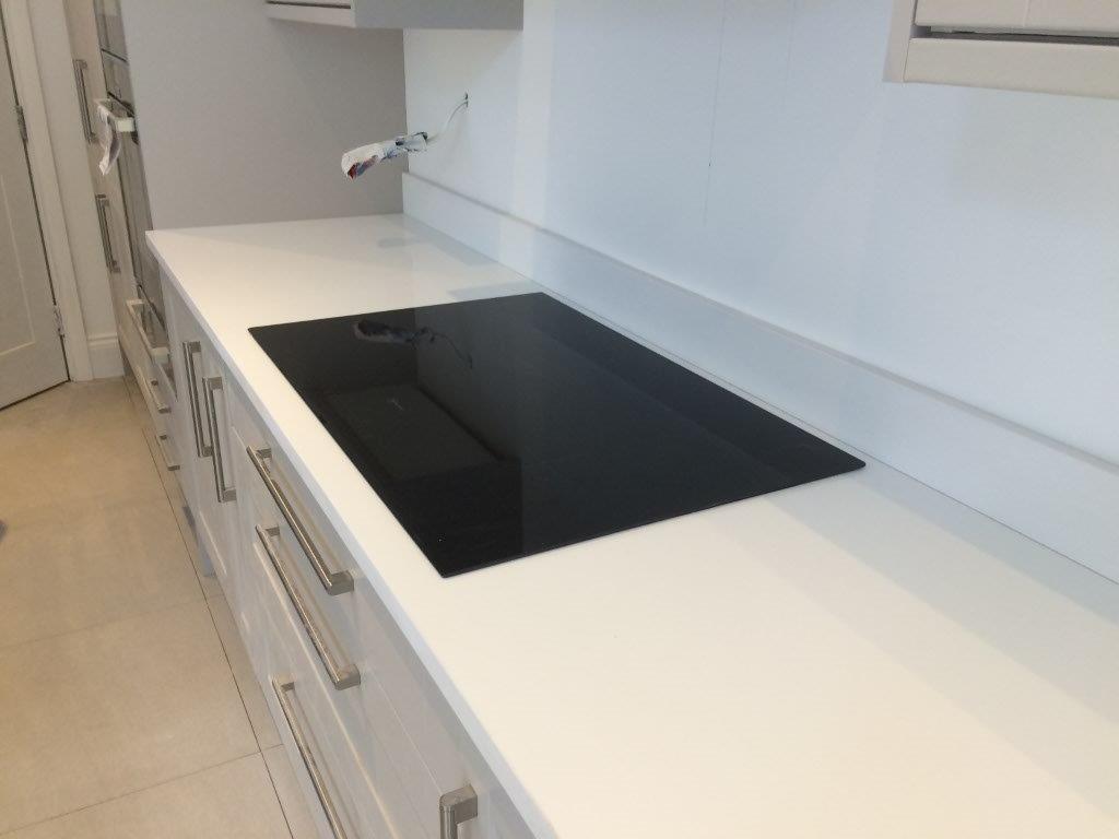 White quartz kitchen worktop in Putney (1)