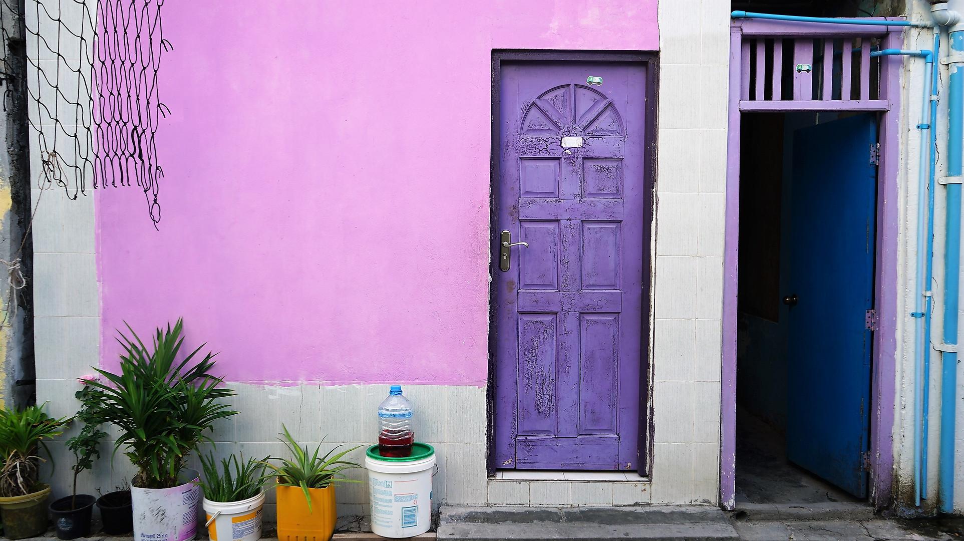 モルディブは、カラフルに塗られた家並みを歩くのも楽しい
