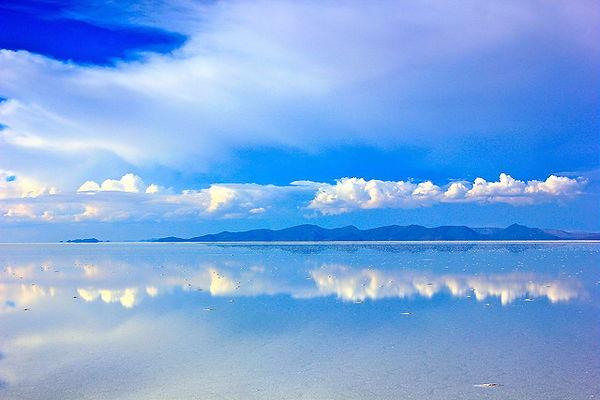 ウユニ塩湖に行くなら雨季は必須!鏡張りと美しい空を見よ!