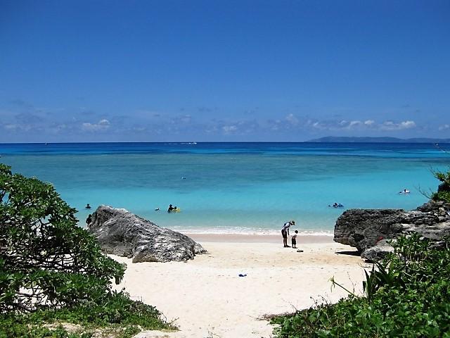 【沖縄・波照間島】美しいターコイズ色と素朴な緑。ニシ浜は最高!.jpg