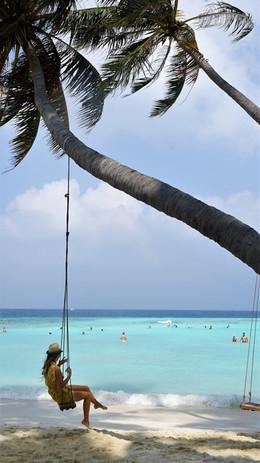 マーフシのビキニビーチには可愛いブランコがある