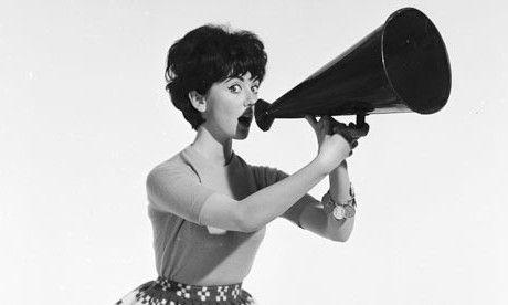 Mujer-vintage-con-megafono.jpg