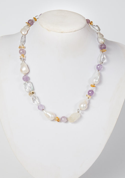 740 - Baroque pearls with amethyst
