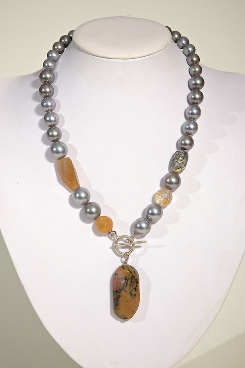 342 Agate /Shell based pearls