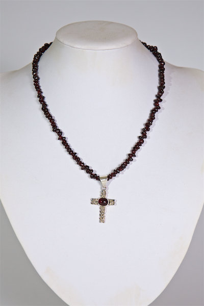 668 Garnets with silver and garnet cross