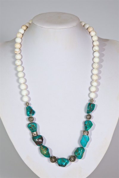 674  Turquoise,silver  and howlite