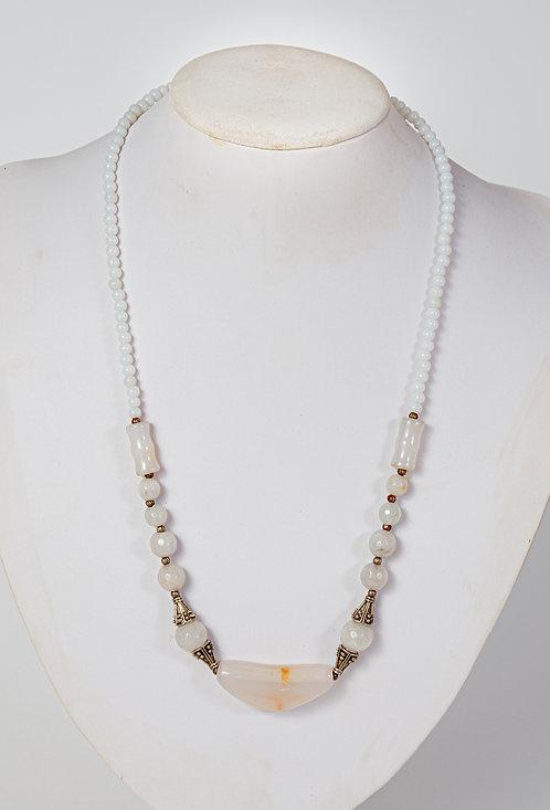 754  Cream agate with pendant - Iran