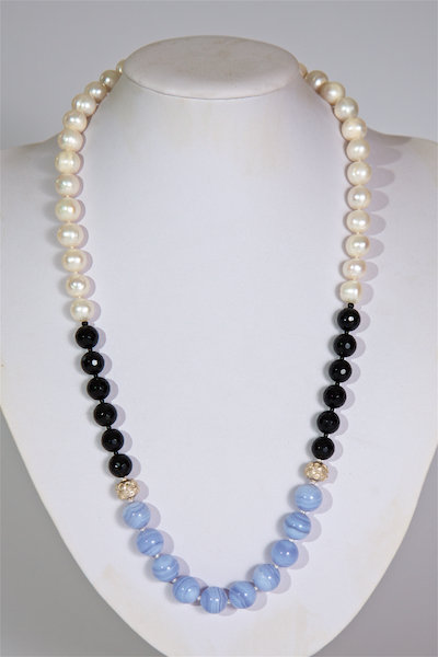 583 Pearls with black and blue agate