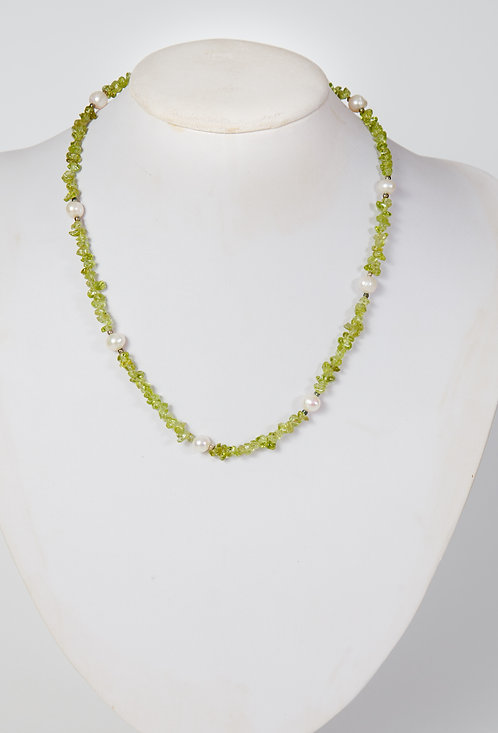 792 - Peridot chips with pearls