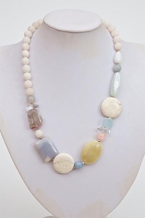 731 -  Mixed stones, quartz,