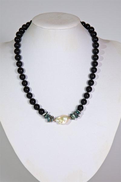 689  Agate, baroque pearl