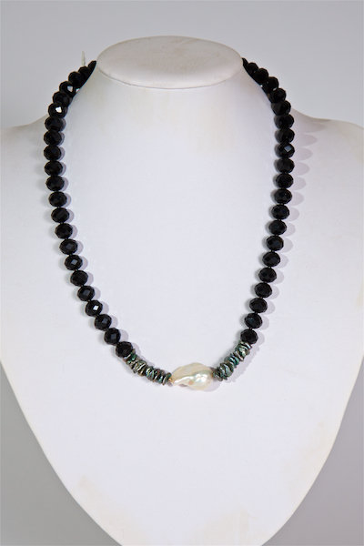 687 Crystals with baroque pearl