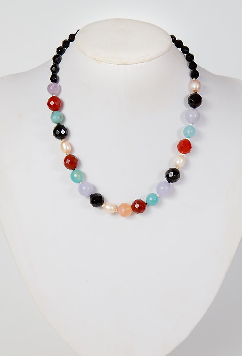 843 - Carnelian, blue and lilac jade, pearls and black crystals