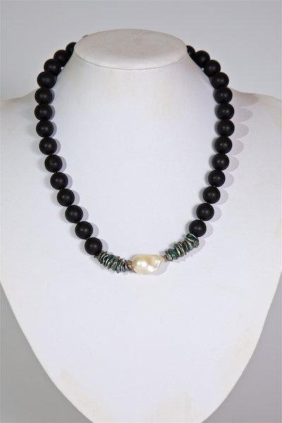 685  Black agate , baroque pearl