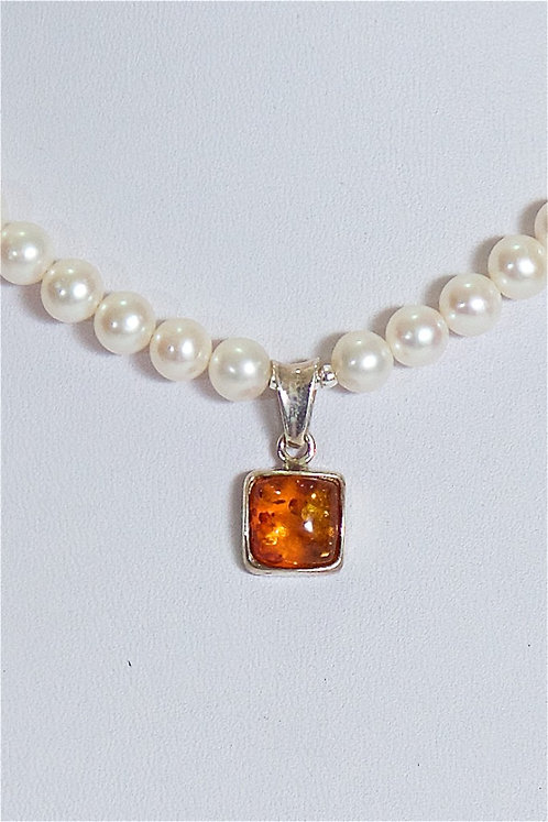 622  Pearls with amber