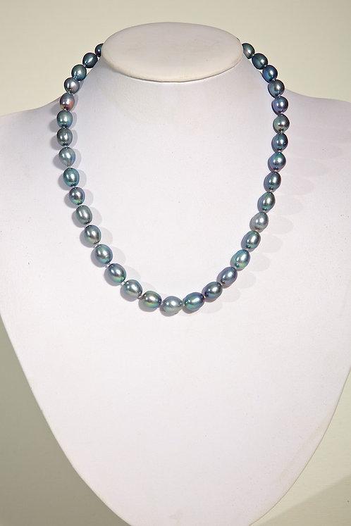Blue/grey pearls 133