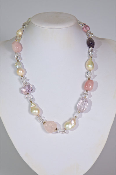 692  Pearls,rose quartz,crystals