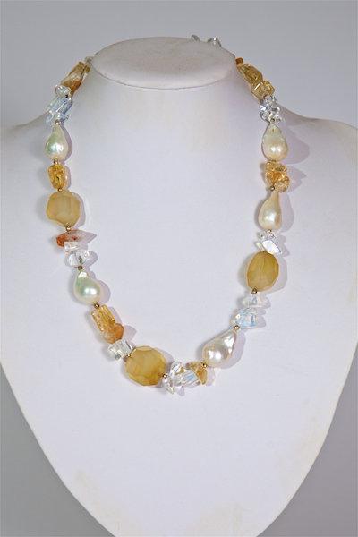 690  Chalcedony, citrene,pearls